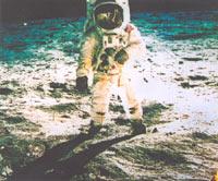 人类首次登上月球